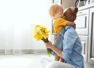 Child_Hugging_Mother